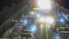 Sıkışan Tünel Trafiğinde Ambulansa Yol Veren Sürücüler