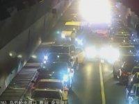 Yoğun Trafikte Kendine Yol Bulmaya Çalışan Ambulans