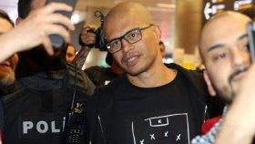 Alex de Souza'nın Giydiği Tişörtle Aykut Kocaman'a Gönderme Yapması