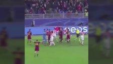 İnsanlıktan Çıkıp Top Toplayıcıyı Sahadan Atan Futbolcu