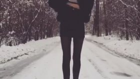 108 Santimetre Bacakları Olan Model