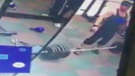 Spor Salonunda Halter Kaldırırken Omurgasını Kıran Adam