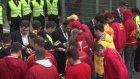 Galatasaray Taraftarı Tt Stadyumu Önünde Toplanıyor