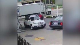 Arabasını Hırsızlara Yar Etmeyen Çılgın Kadın
