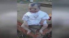 Gözlerinin İçine Bakmak Cesaret İsteyen Bebek