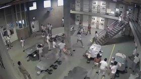 Hapishane'de 2 Grubun Nefes Kesen Kavgası