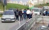 Yol Ortasında Bijon Anahtarıyla Kavga Eden Sürücüler