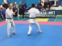 Başlar Başlamaz Nakavt Eden Karateci