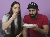 Yabancı Kız arkadaşa Türk Yemekleri Yedirmek