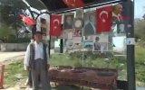 Otobüs Durağını Türk Bayrakları ve Atatürk Resimleri ile Donatan Amca