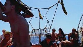 Tekne Gezisinde Turist Tahrik Etme Gösterisi