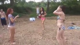 Plajda Kavga Eden Bikinili Kızlar