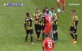 Hakeme Sarı Kart Gösteren Futbolcu  Navarone Foor