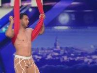 Sirk Göstericisinin Yetenek Yarışmasına Damga Vurması