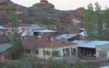 Diken Üstünde Yaşayan Köy
