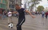 Top Cambazı Andrew Henderson Barcelona Sokaklarında