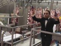 Nusret'in Orkestra Şefi Olup Çalışanlarını Yönetmesi