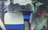 Bahşişi Almadan Bırakmayan Taksi Şoförü