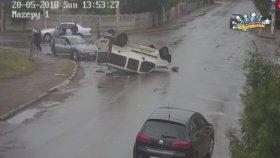 Kaza Yapan Araçtan Fırlayan Adam