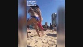 Plajda Sevişen Çiftlere Meydan Dayağı