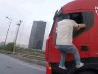 TEM'de TIR'a Yapışıp Sürücüsünü Bırakmayan Adam