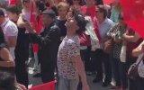 İzmir Marşına Farklı Bir Yorum Katan Adam