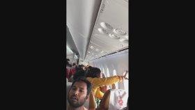 Hindistan Hava Yolları Uçağının Camı Çıkarsa