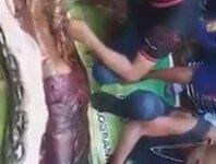 Pitonun Endonezyalı Kadını Yutması (+18)