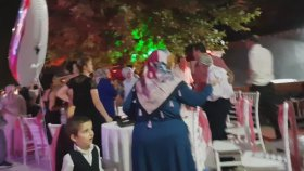 Erkek Tarafı ile Kız Tarafının Düğünde Tekme Tokat Birbirine Girmesi