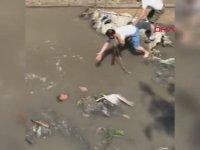 Suriyeli Adamın Atık Su Kanalına Düşmesi