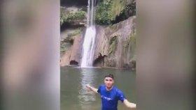 Şelaleden Atlayan Adam Hayatını Kaybetti