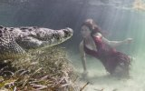 Su Altında Timsahlarla Fotoğraf Çekimi