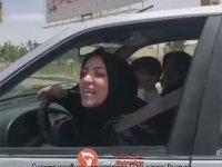 İran'da Başı Açık Araba Süren Kadına Saldıran Kadın