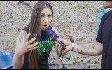 Rastgele İnsanlara Çığlık Attıran Müzisyen