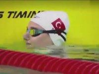 Milli Yüzücü Sümeyye Boyacı'nın Altın Madalya Kazanması