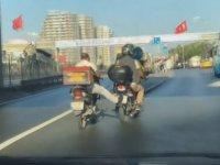 Benzini Biten Motosikleti Ayağı İle İten Motosikletli