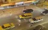 Şehir Magandalarının Taksi Şoförünü Sokak Ortasında Darp Etmesi