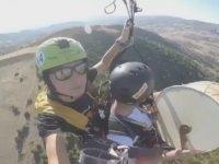 Yamaç Paraşütünde Davul Zurna Çalan Yurdum İnsanı