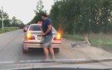 Taksi Şoförünün Çevreyi Kirleten Yolcuyu Dışarıya Fırlatması