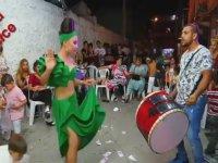 Bukalemun Roman Kızı Dansı
