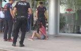 Kartı ATM'ye Sıkıştığı İçin Sinir Krizi Geçiren Brutal Kız