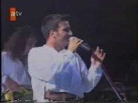 Tarkan - Kimdi (1994 - Canlı Performans)