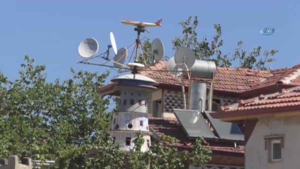 Uçağa Binemeyince Evinin Bahçesine Uçak Maketi Yapan Adam