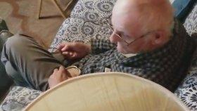 Kedi Mamasıyla Yaşlı Adamı Trolleyen Aile