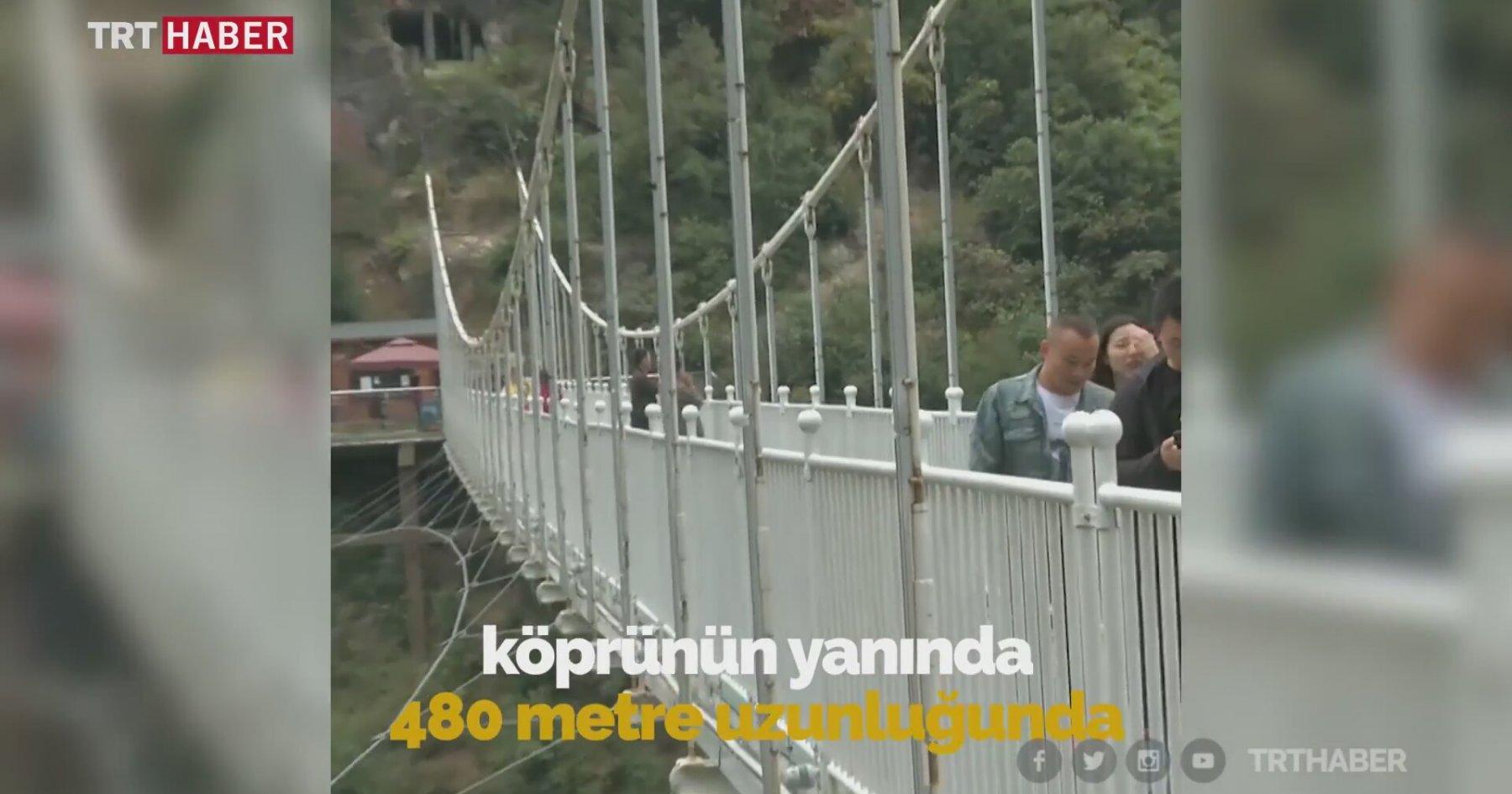 Çin'de Nefes Kesen Cam Tabanlı Köprü