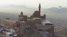 İshak Paşa Sarayında Turist Yoğunluğu