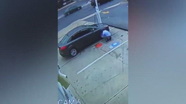 Şişirdiği Otomobil Lastiği Yüzünde Patlayan Adam