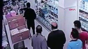 Genç Kıza Market İçerisinde Yumruklu Saldırı