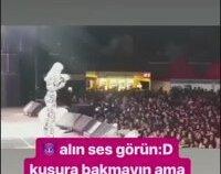 Son Konserinde Aleyna Tilki Tepinerek Dans Etti