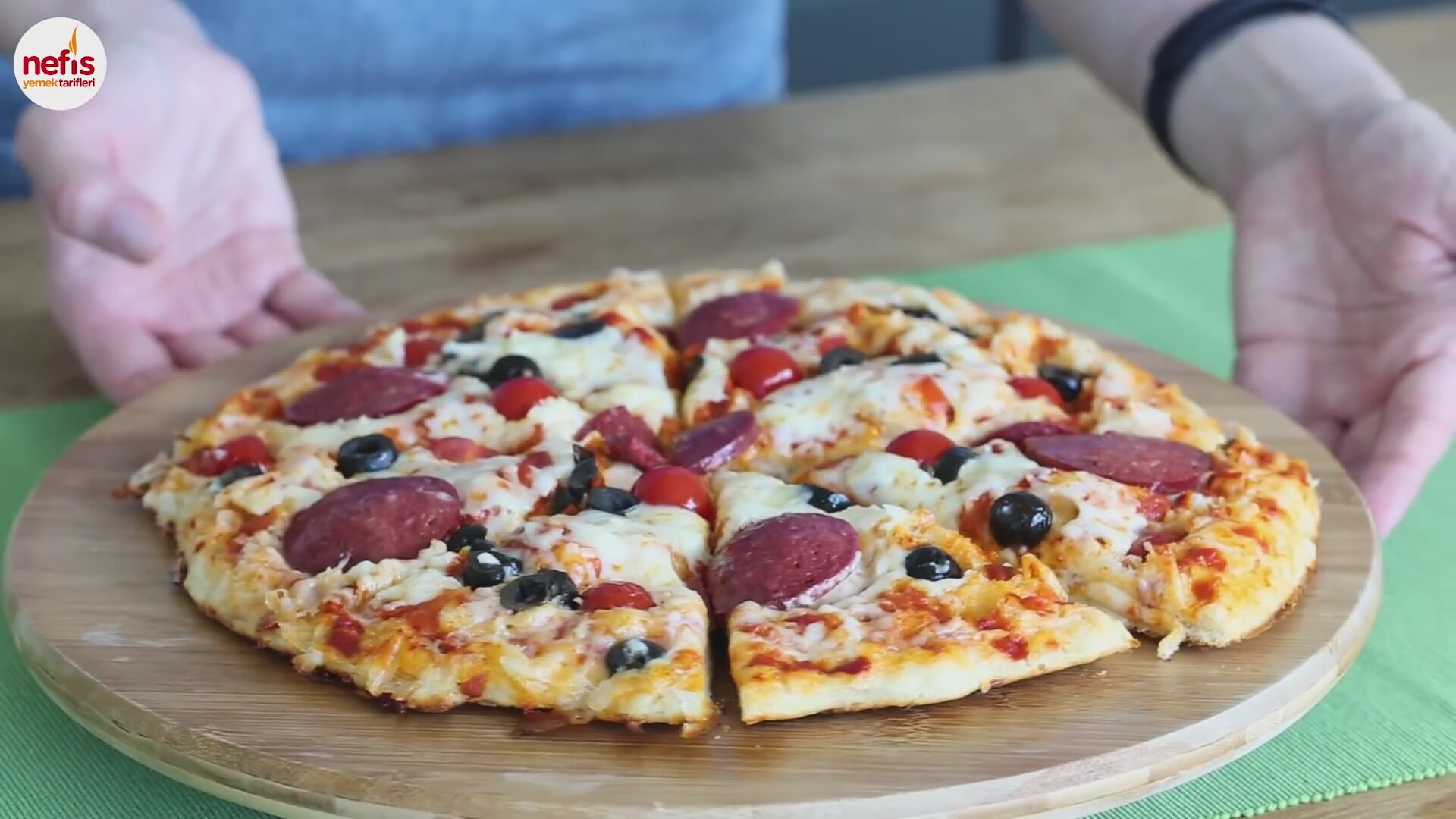 Tavada Pratik Pizza Videosu